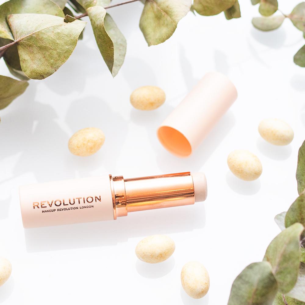 Makeup Revolution Fast Base -meikkivoidepuikko