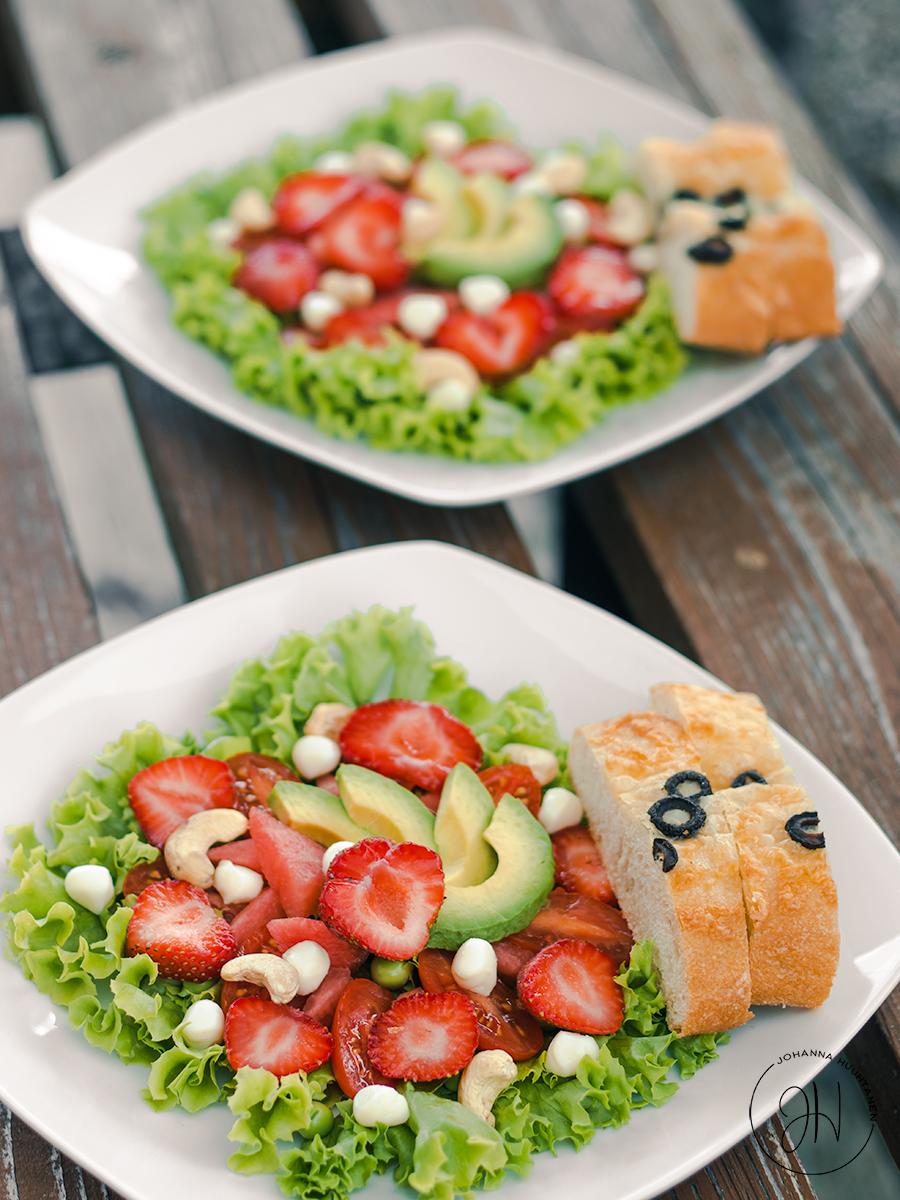 Salaatti joka maistuu kesältä